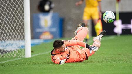 Volpi defende 2 penaltis