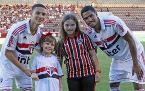 Larissa torcedora do São Paulo