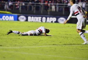 Rodrigo Caio falhando